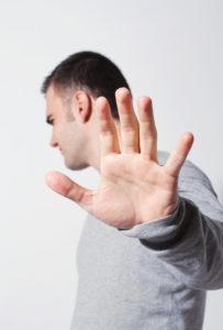 Slab zadah vodi v socilano izoliranost